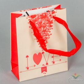 Papír tasak krém piros szívek 11x14cm
