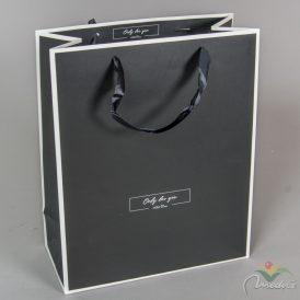 Papír tasak fekete, fehér kontúros 26*32cm