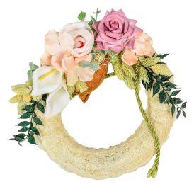 Szizálos szalma koszorú selyem és szárazvirág díszitéssel 23cm